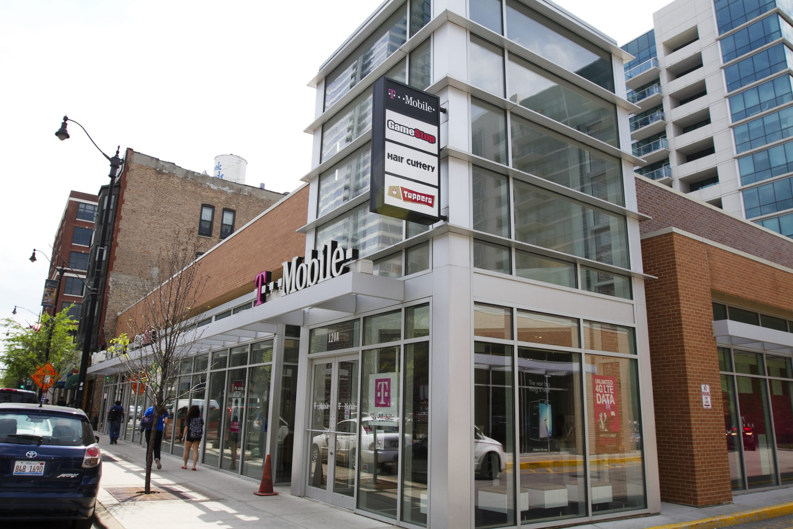Halsted Retail Center